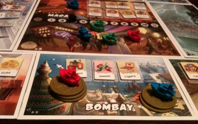 The red player outbids the blue player for the tiles in Bombay